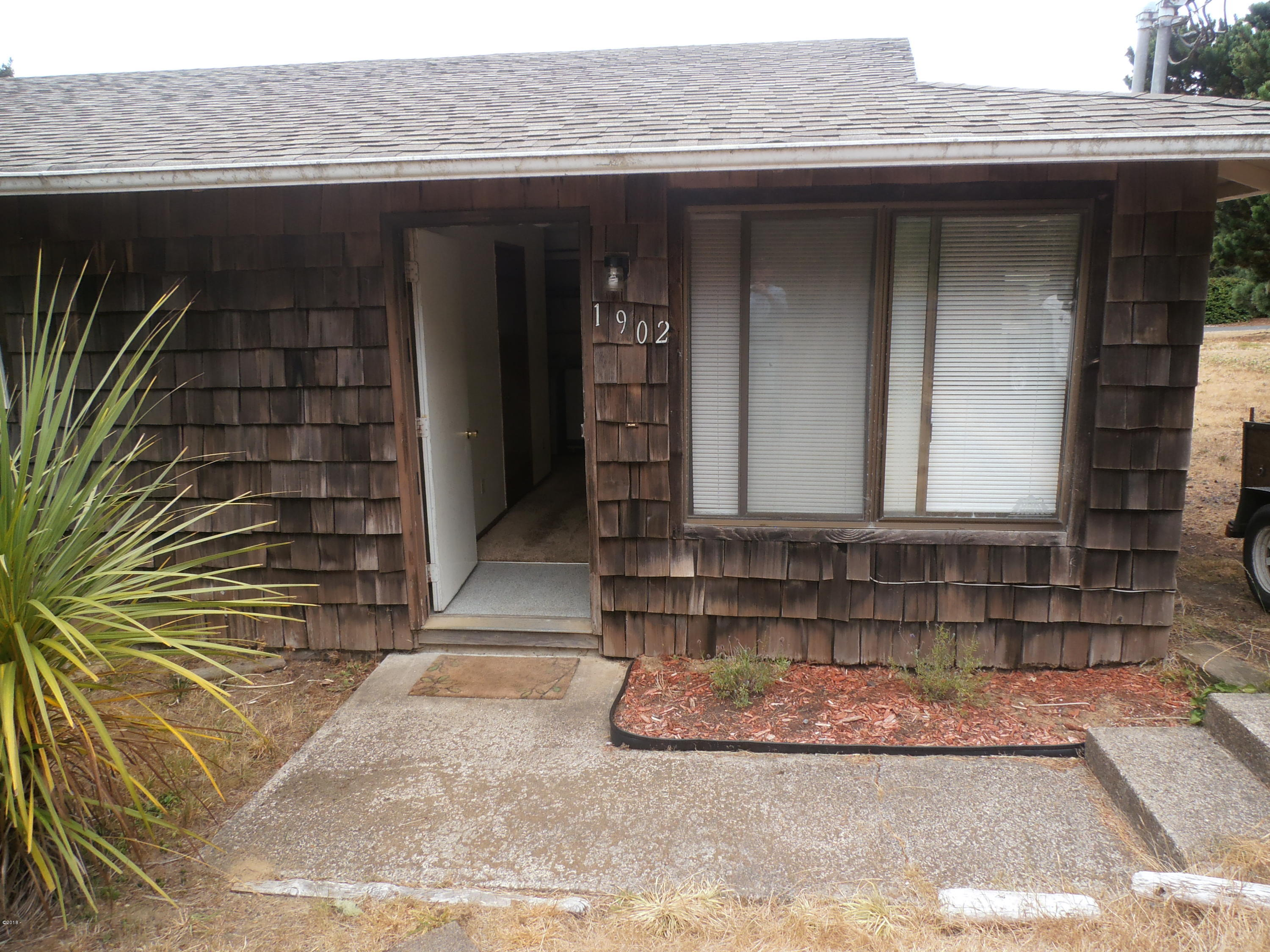 1900/1902 NW Hilton Dr, 1 & 2, Waldport, OR 97394 - 1902 front of home