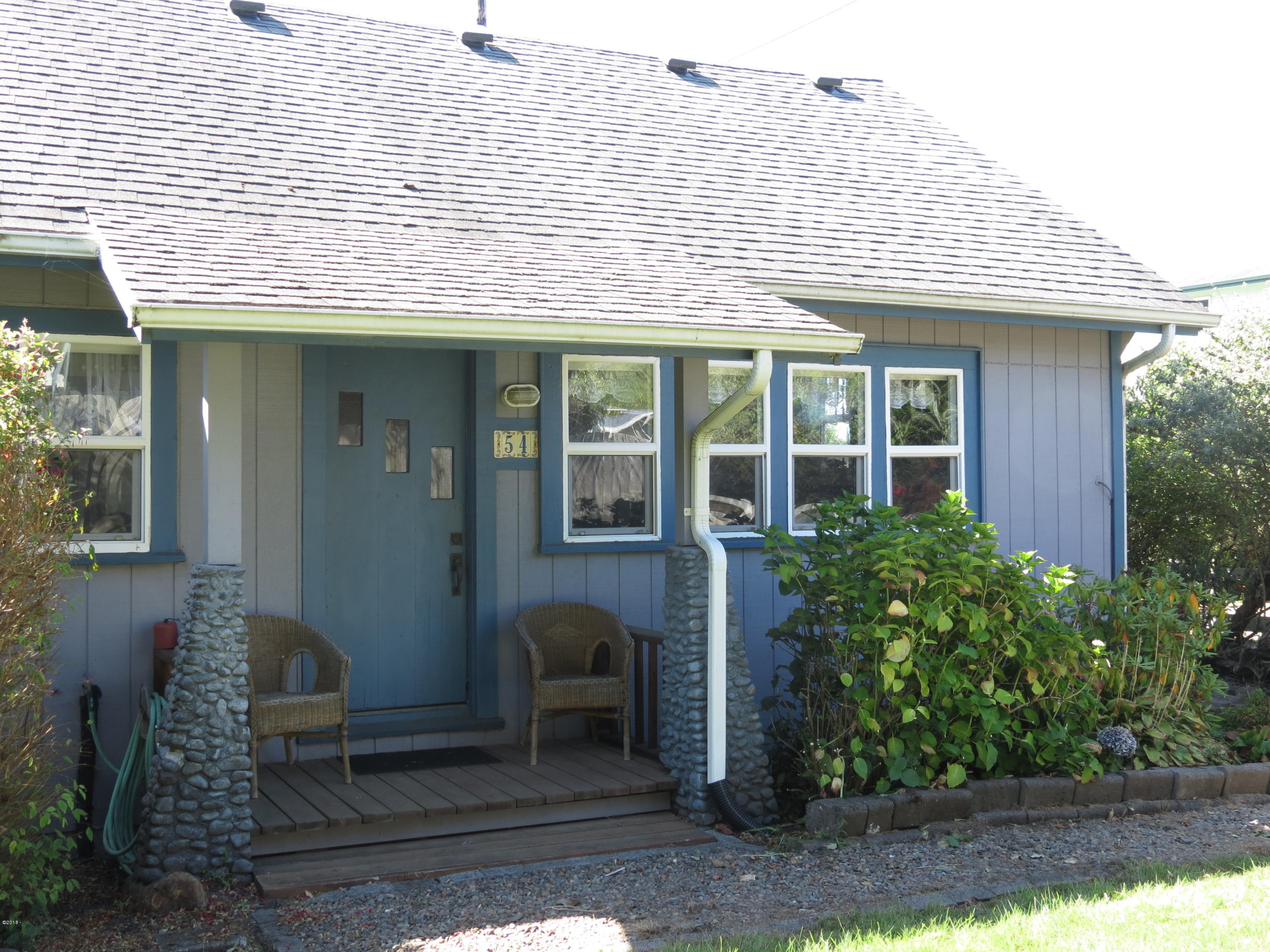 54 NW Salmon St, Yachats, OR 97498
