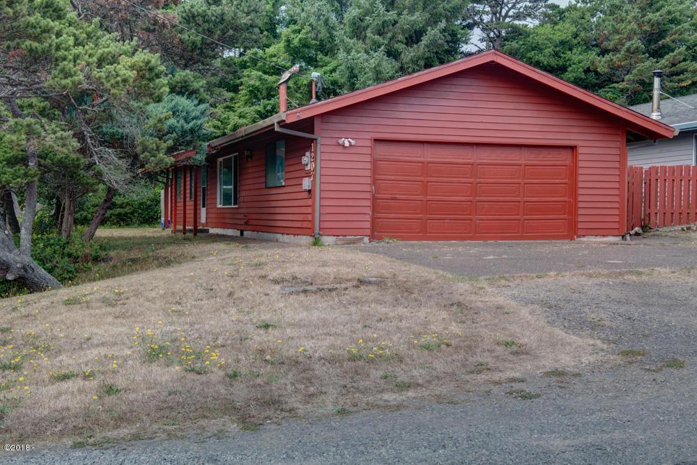 1207 NW Lake St, Newport, OR 97365