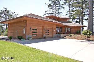 835 NW Highland Cir, Waldport, OR 97394 - Front