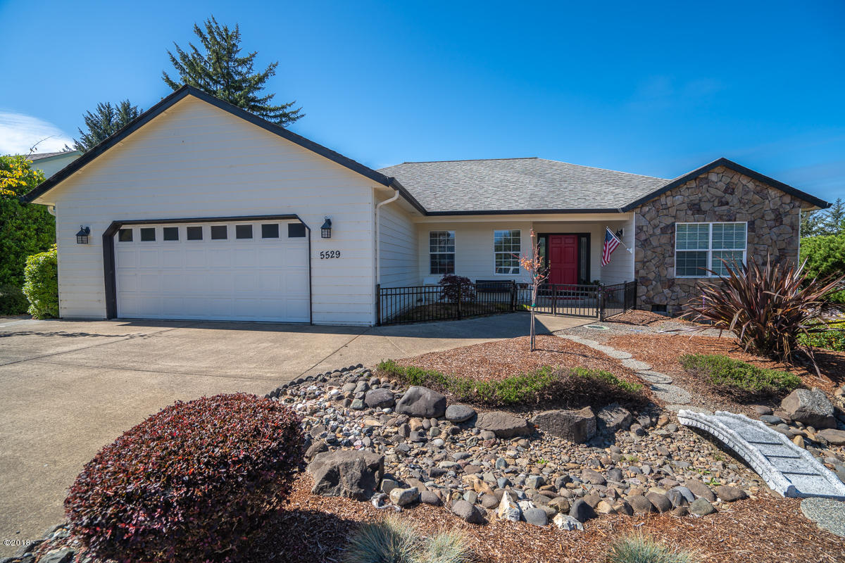 5529 NE Voyage Ave, Lincoln City, OR 97367