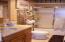 2011 SE Laurel St, Toledo, OR 97391 - Main bath