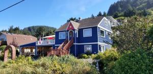 23 E 7th St, Yachats, OR 97498 - Home from Street