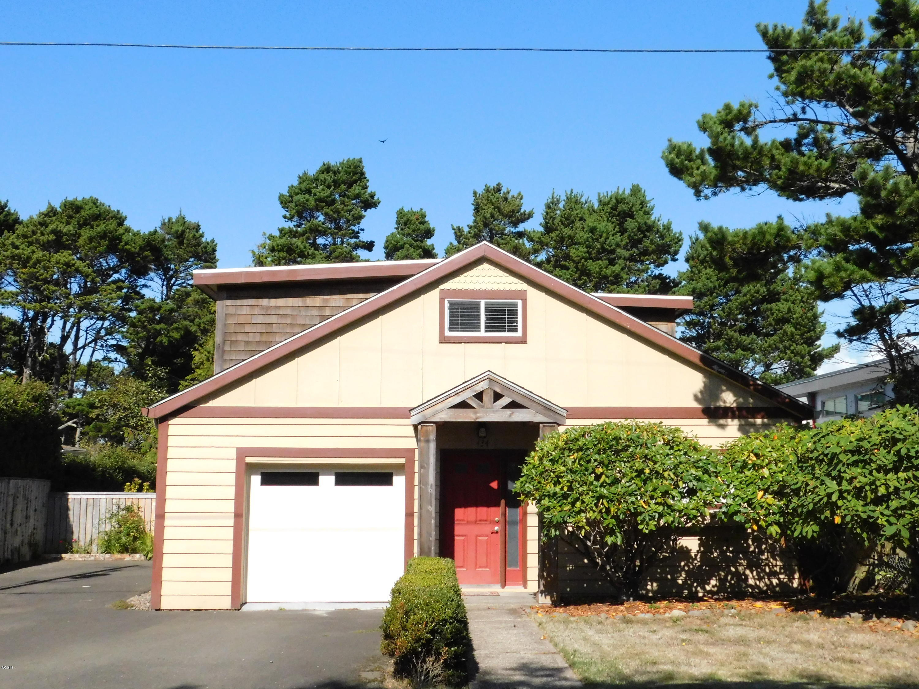 434 NW 57th St, Newport, OR 97365
