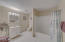 2151 NW Inlet Ave, Lincoln City, OR 97367 - Apartment Bathroom