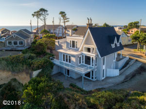 220 NW Sunset St, Depoe Bay, OR 97341 - 1