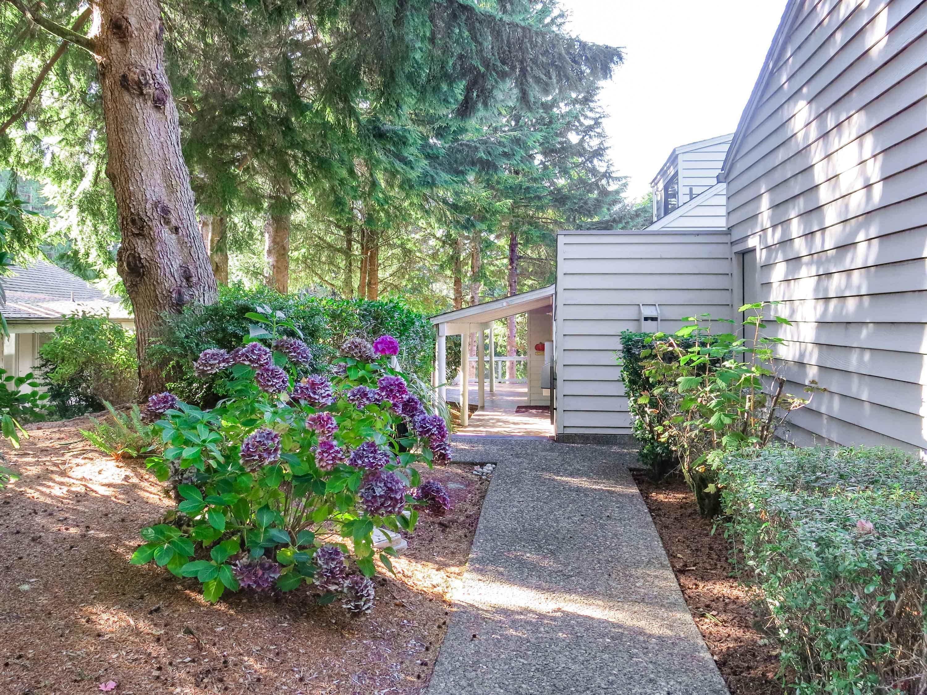 600 Island Dr, 10, Lincoln City, OR 97367