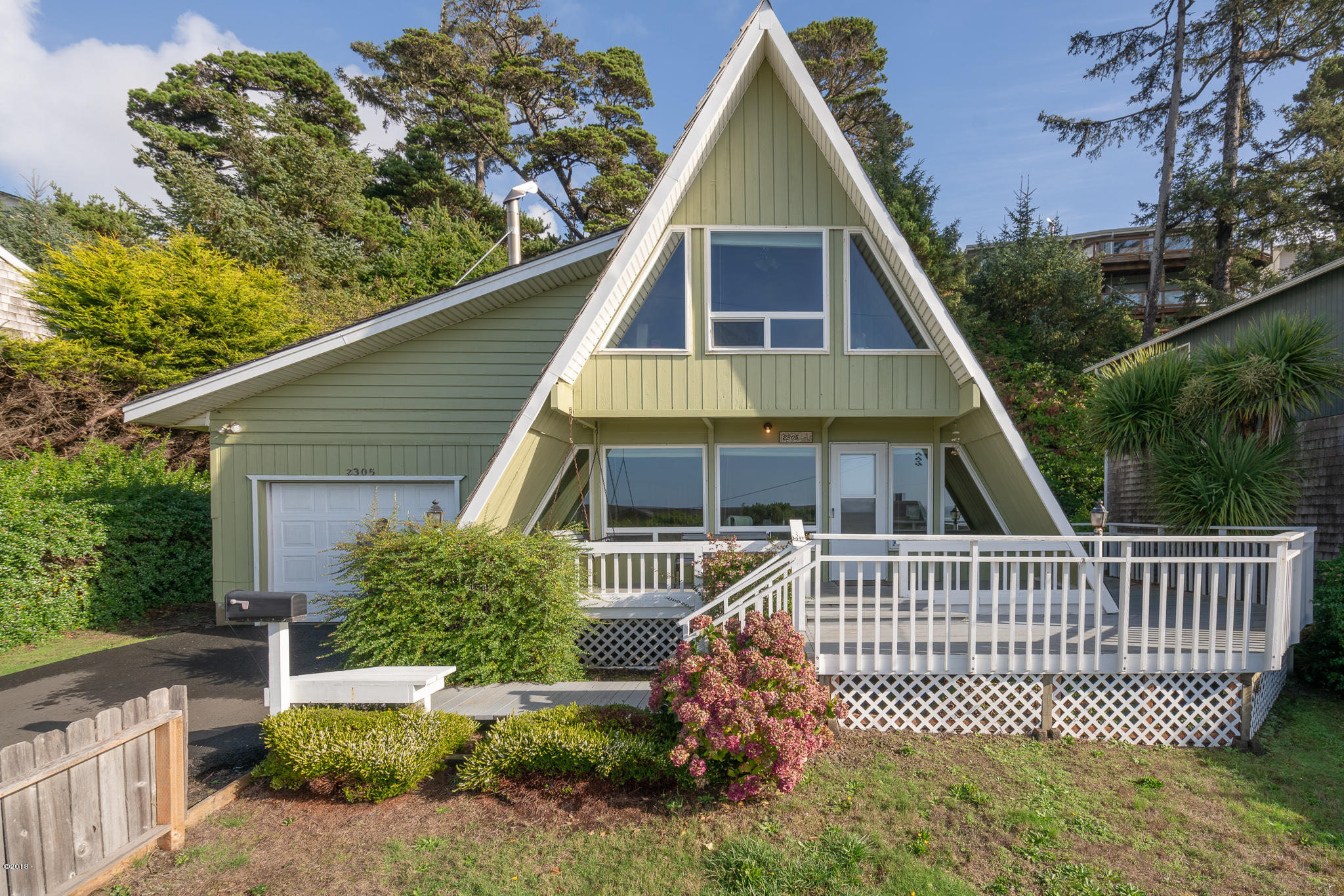 2305 NW Parker Ave, Waldport, OR 97394