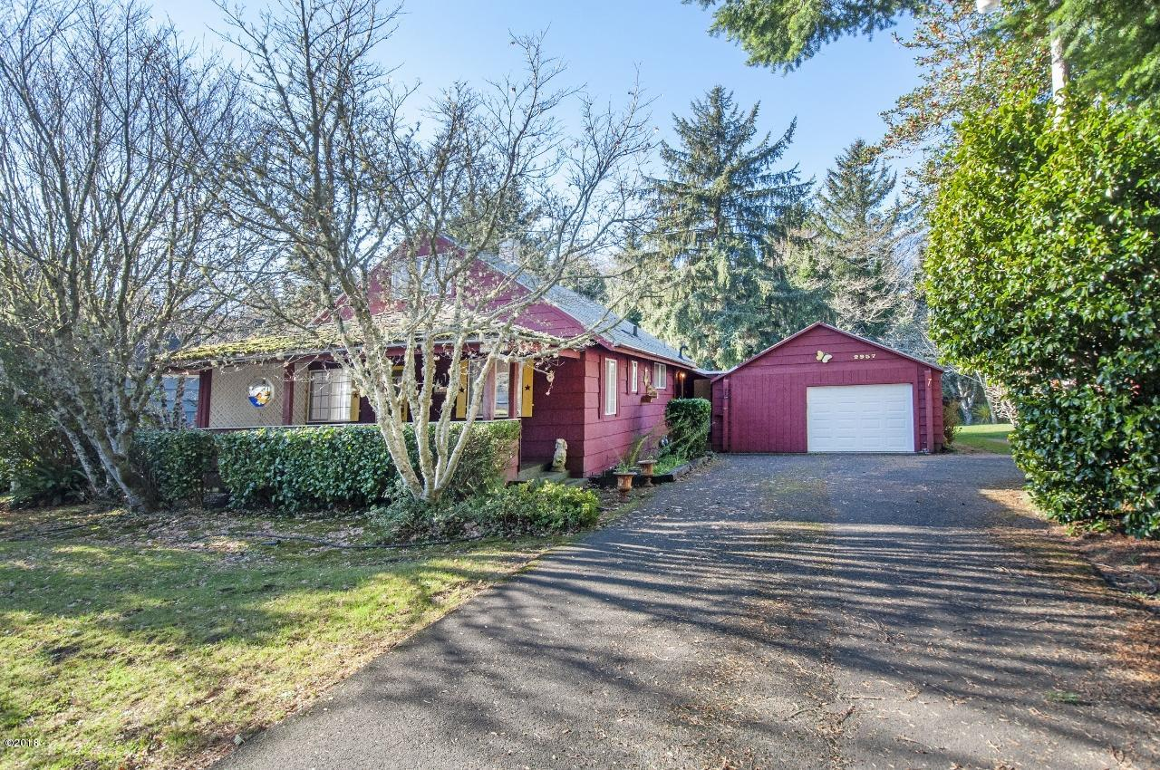 2957 NE West Devils Lake Rd, Lincoln City, OR 97367 - Front of home
