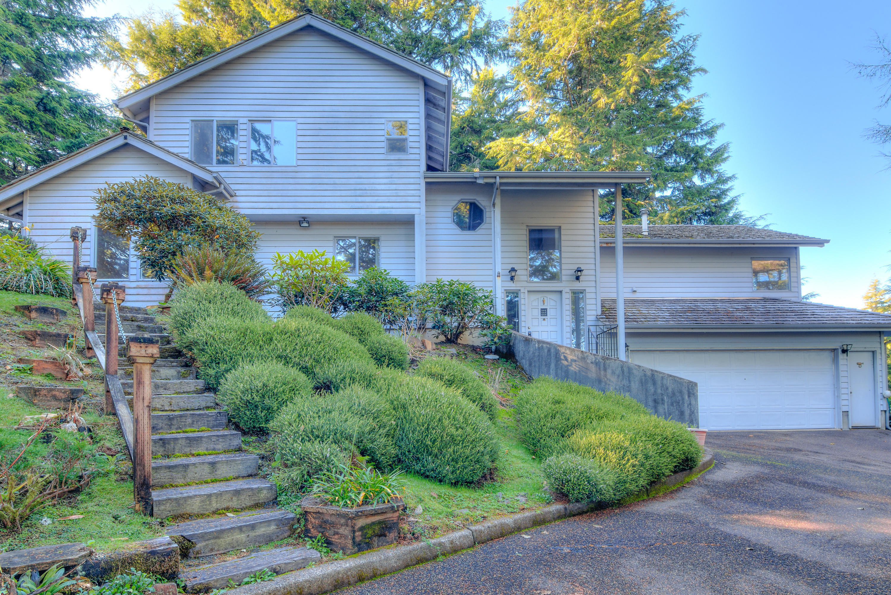 532 Salishan Dr, Gleneden Beach, OR 97388 - Exterior east side