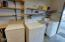 833 SW 13th St, Newport, OR 97365 - Laundry