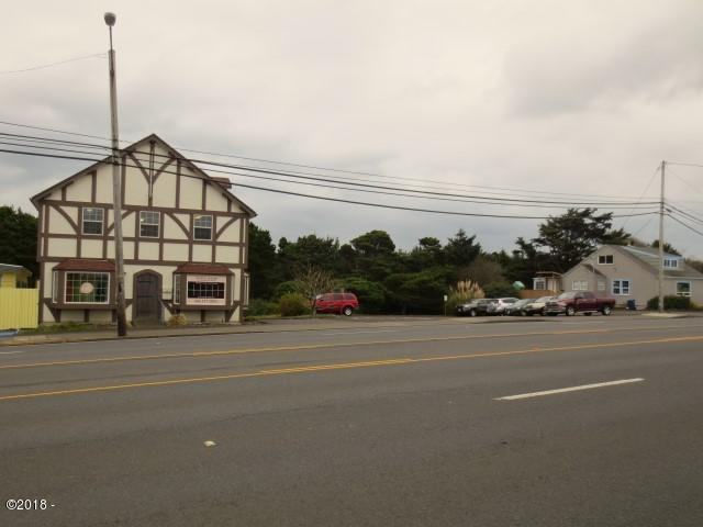 412-428 SE Highway 101, Lincoln City, OR 97367 - HWY Exterior & Parking Lot