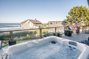 3135 Fogarty On Robin Ln, Depoe Bay, OR 97341 - Hot tub on deck
