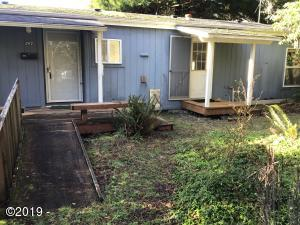 197 S Wells Dr, Lincoln City, OR 97367 - front of house