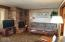 4239 SW Highway 101, 16, Lincoln City, OR 97367 - Living room