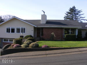 230 SE Penter Ln, Newport, OR 97365 - Entrance