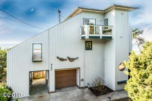 9390 SW Brant St, South Beach, OR 97366 - Ocean Front Contemporary