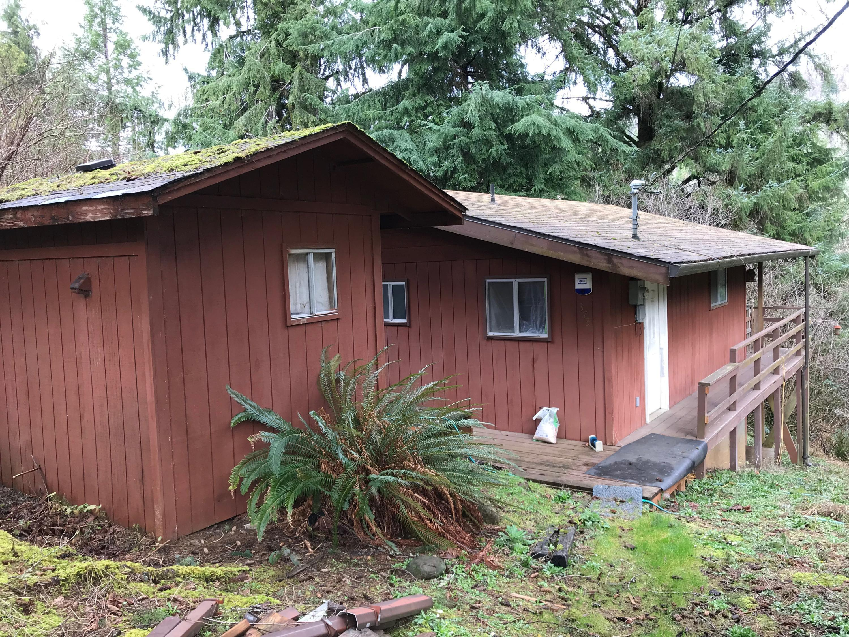 373 N Deerlane Dr, Otis, OR 97368 - Cabin Entrance