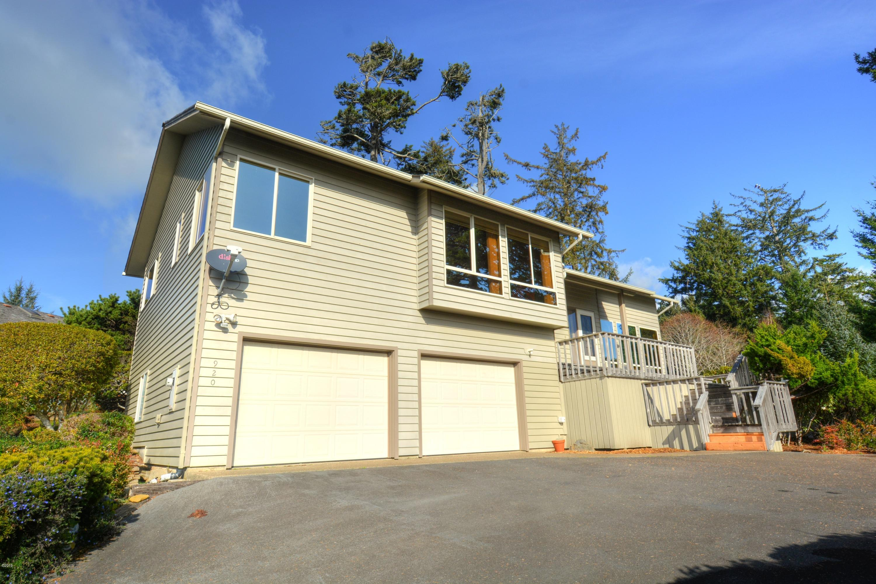 920 NW Highland Dr, Waldport, OR 97498