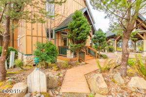 3380 NW Oceanview Dr, B, Newport, OR 97365 - Meritage Grounds