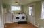 645 N Bay Street, Waldport, OR 97394 - Sunroom with washer-dryer