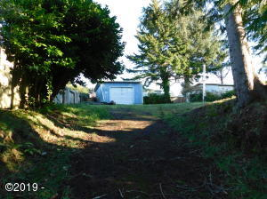 935 SW Canyon Dr, Waldport, OR 97394 - Entrance