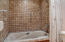 20 NW Sunset St, F-3, Depoe Bay, OR 97341 - Large soaking tub