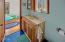 5275 Yaquina Bay Rd, Newport, OR 97365 - Bathroom