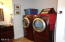424 SW Cliff St, Depoe Bay, OR 97341 - Laundry