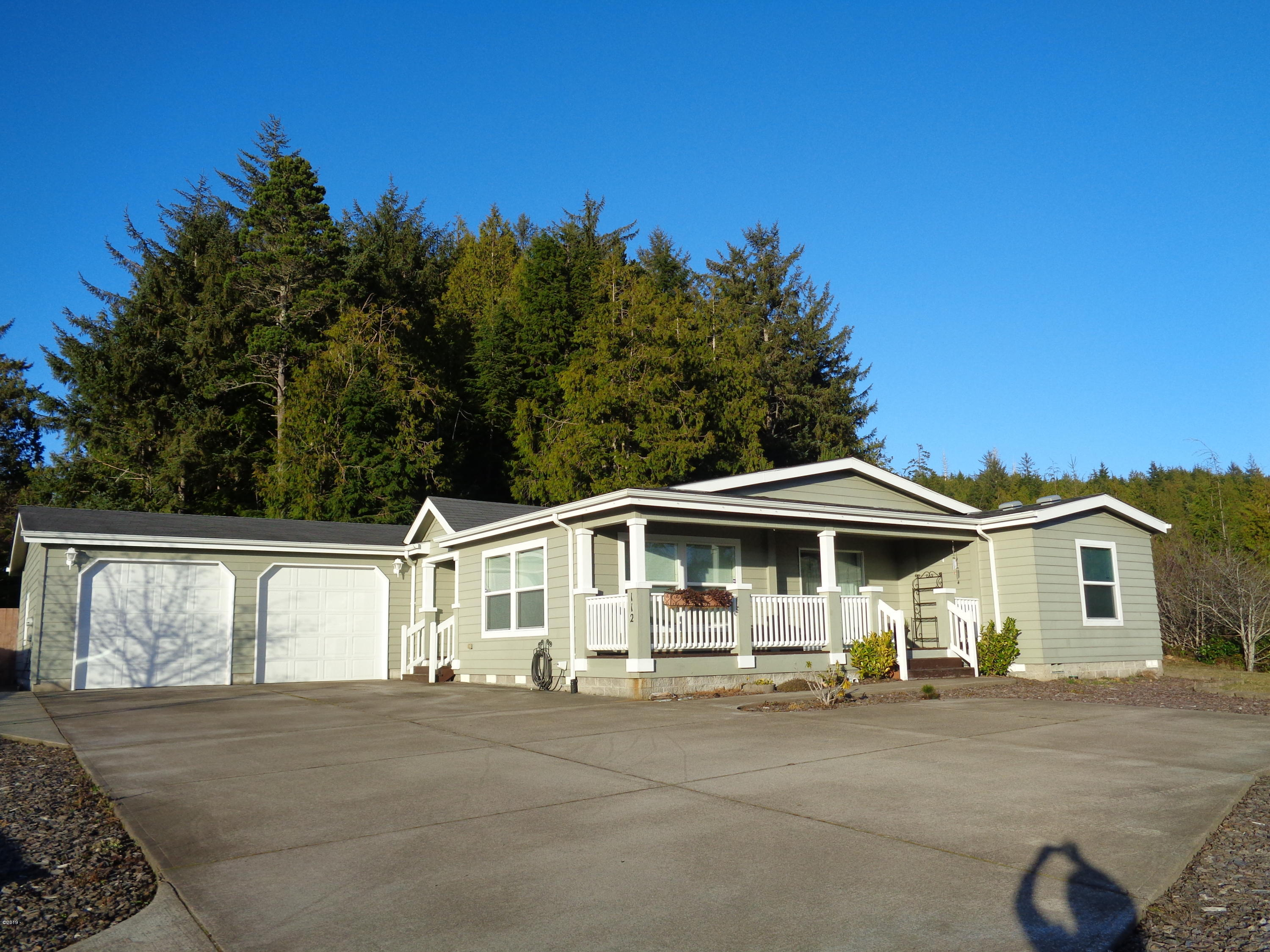 112 SE Fair Wind Court, Depoe Bay, OR 97341