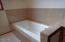 5765 El Mar Ave, Lincoln City, OR 97367 - Master tub