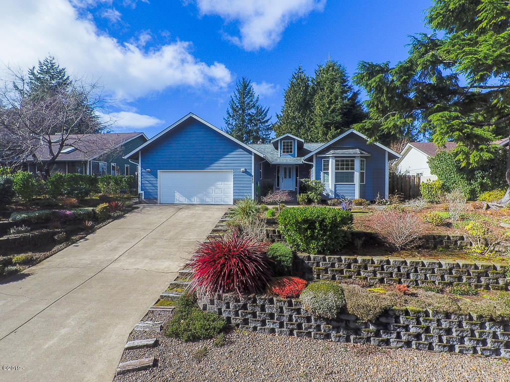 820 SW Dolores Dr, Waldport, OR 97394