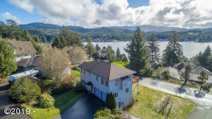 1695 NE Regatta Way, Lincoln City, OR 97367 - Lake views