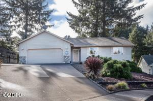 2472 NE 57th Ct, Lincoln City, OR 97367 - Front