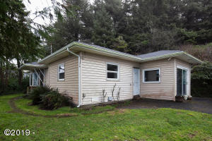 259 NW 55th St, Newport, OR 97365 - NW 55th Cottage
