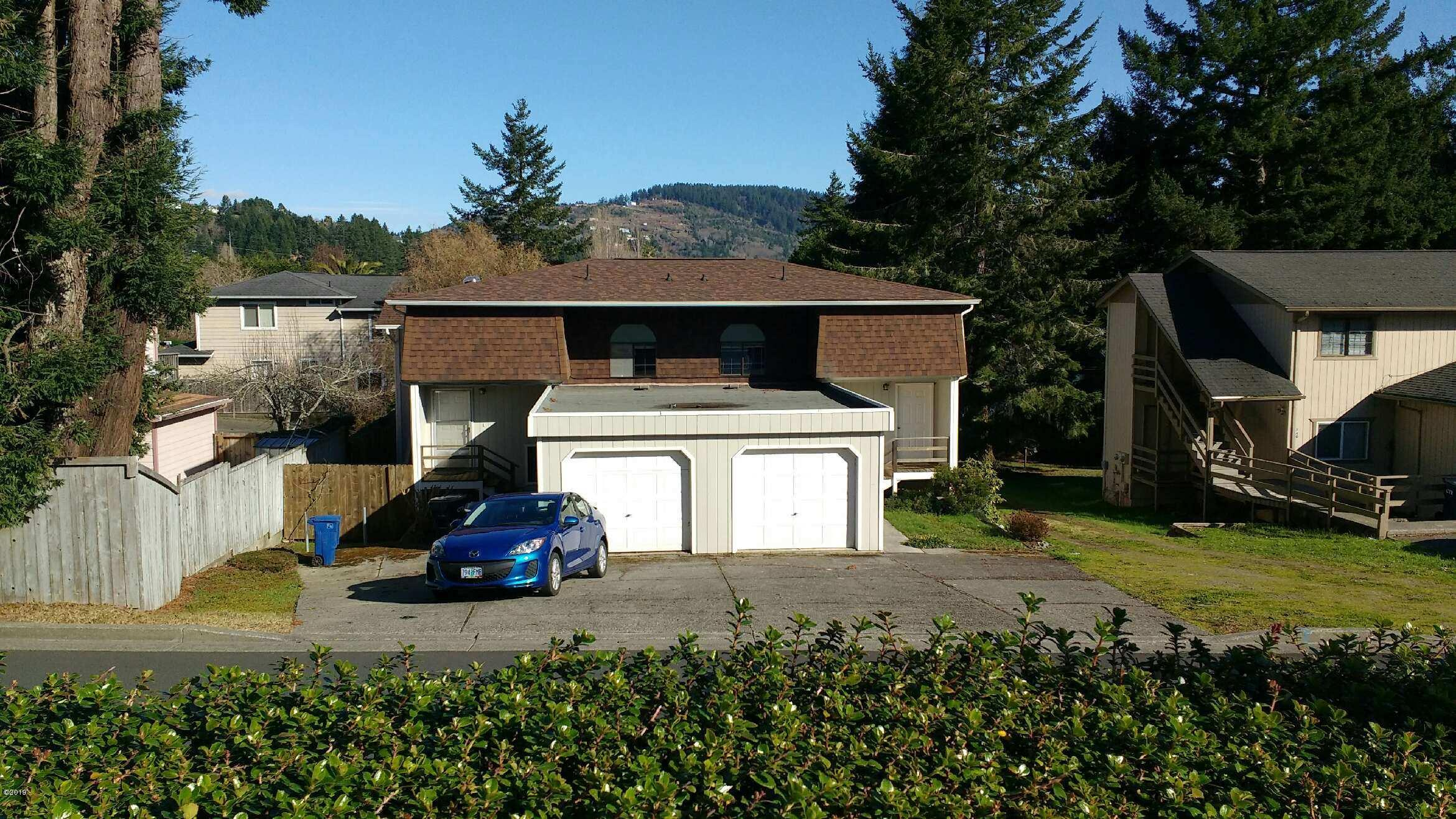 746 5th St, Brookings, OR 97415 - Front