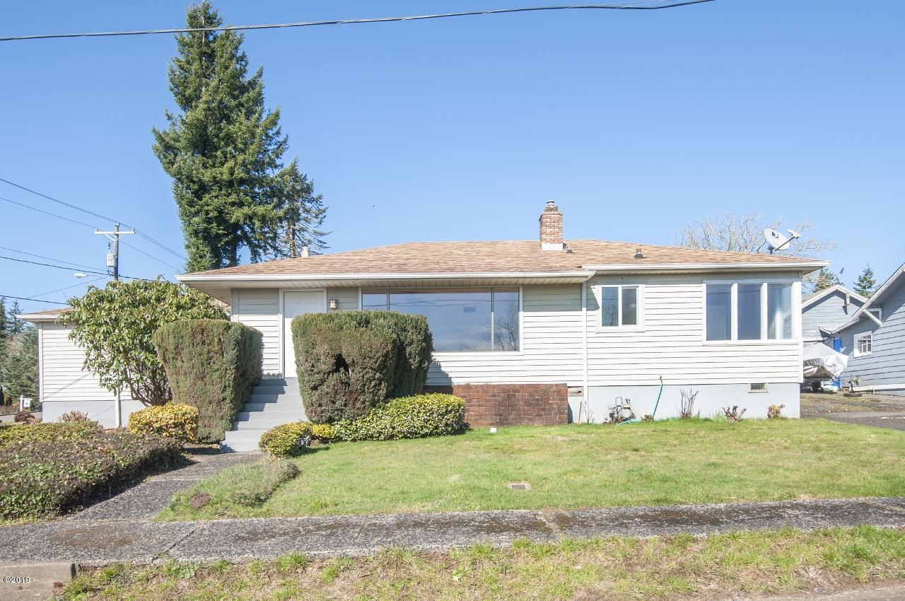 700 SE 8th St, Toledo, OR 97391 - Exterior from road