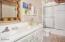 476 Lookout Court, Gleneden Beach, OR 97388 - Guest Bath (1280x850)