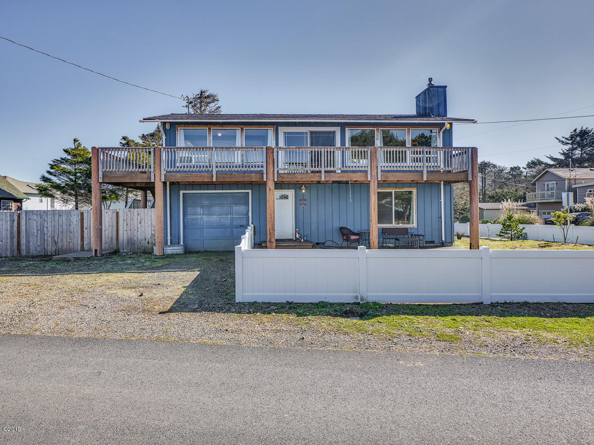 4016 Mina Ave, Depoe Bay, OR 97341