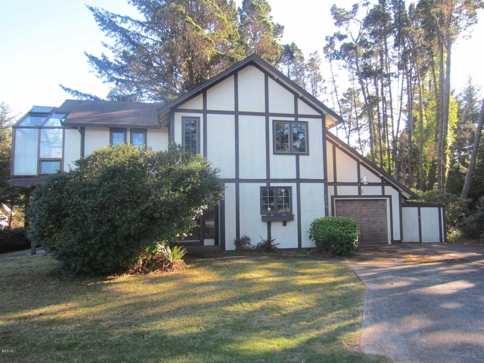 170 Cliff St, Depoe Bay, OR 97341 - front view