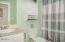 1723 SE 8th St, Lincoln City, OR 97367 - Guest Bathroom