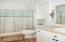 1723 SE 8th St, Lincoln City, OR 97367 - Master Bathroom