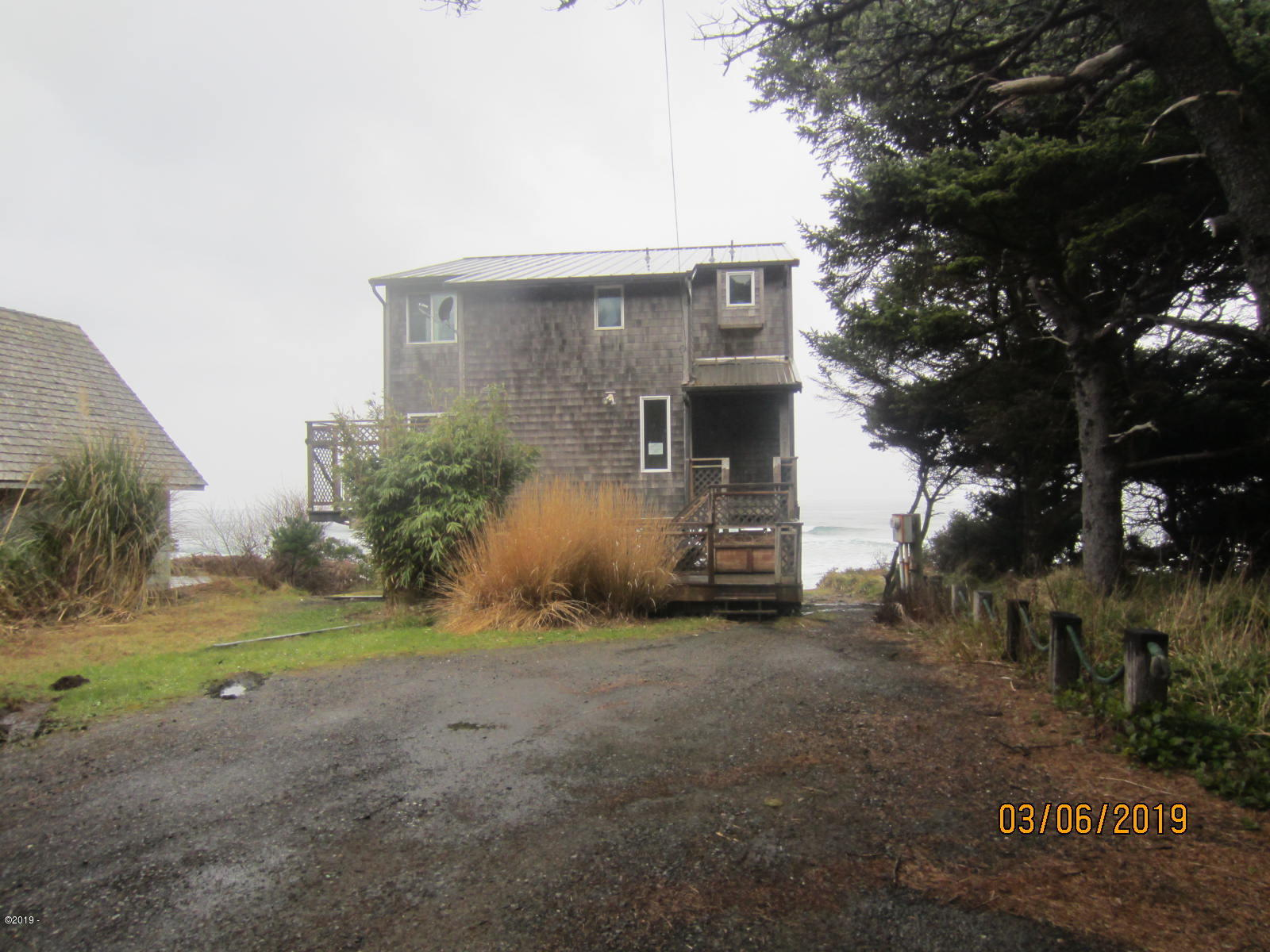 6335 NW Finisterre Ave, Yachats, OR 97498 - front view
