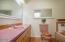 2790 NE Jackson Pl, Newport, OR 97365 - Guest bath