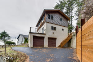 6820 NE Neptune Dr, Lincoln City, OR 97367 - Front View