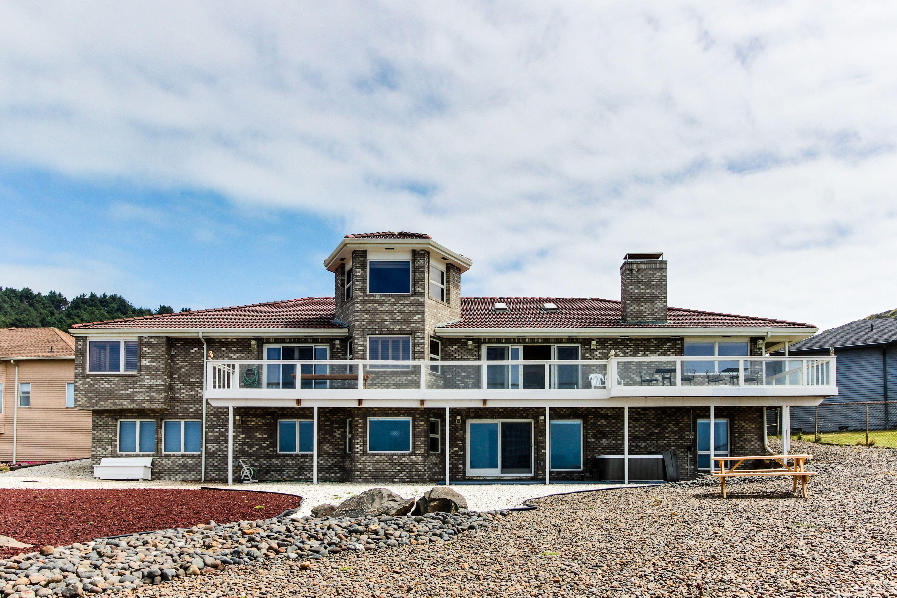 626 NW 54th Ct, Newport, OR 97365 - Oceanfront Estate