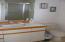 711 SE 4th St, Newport, OR 97365 - Basement bath