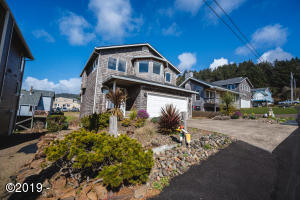 1895 NE 68th St, Lincoln City, OR 97367 - Ocean view home