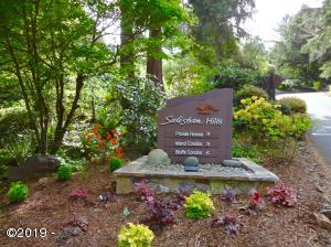 560 Fairway, Gleneden Beach, OR 97388 - Gated Entrance