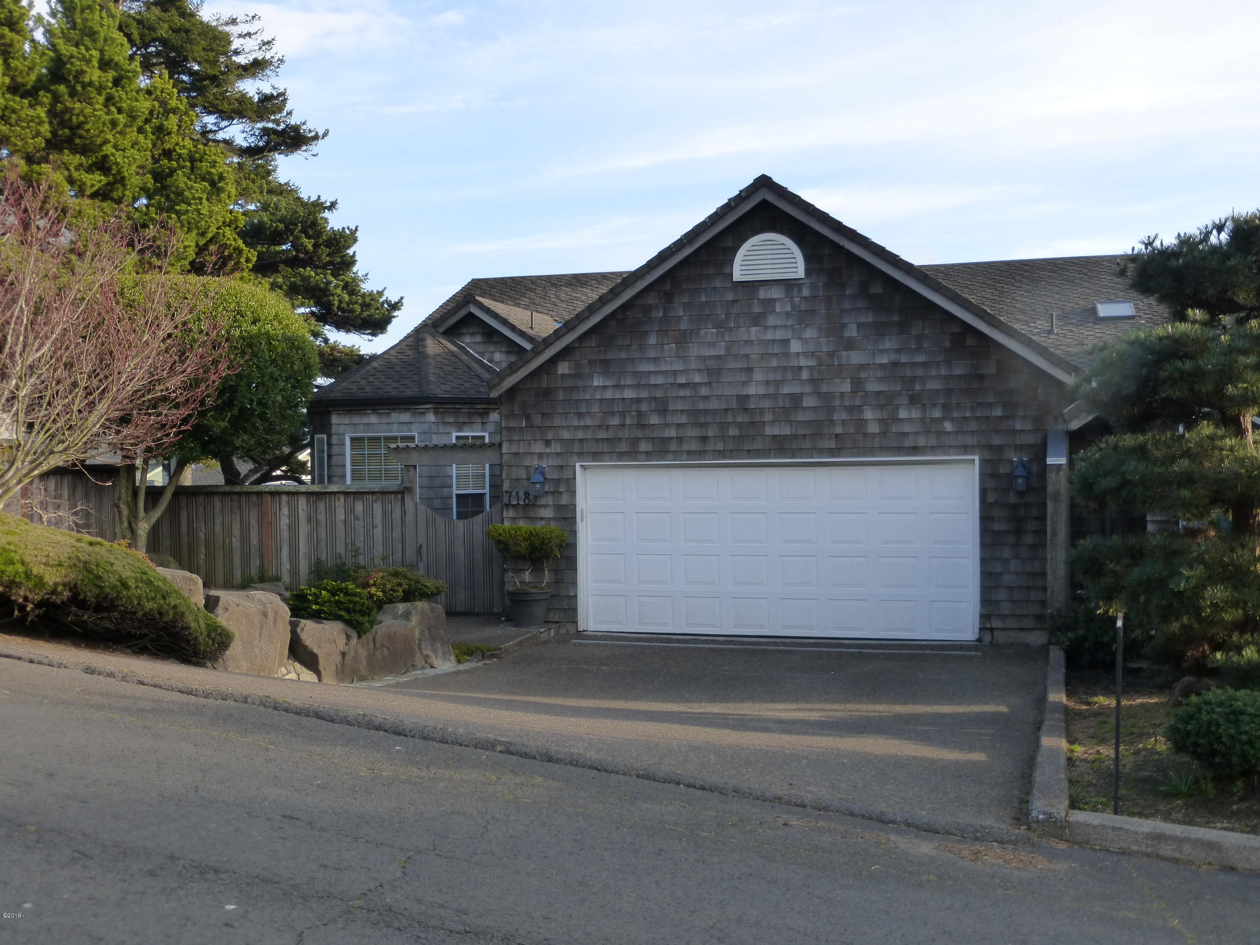 718 SE 5th St, Newport, OR 97365 - From the street